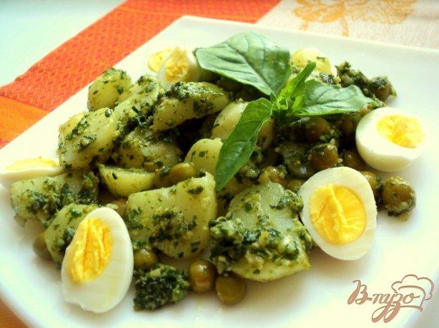 фото рецепта: Картофельный салат с соусом песто