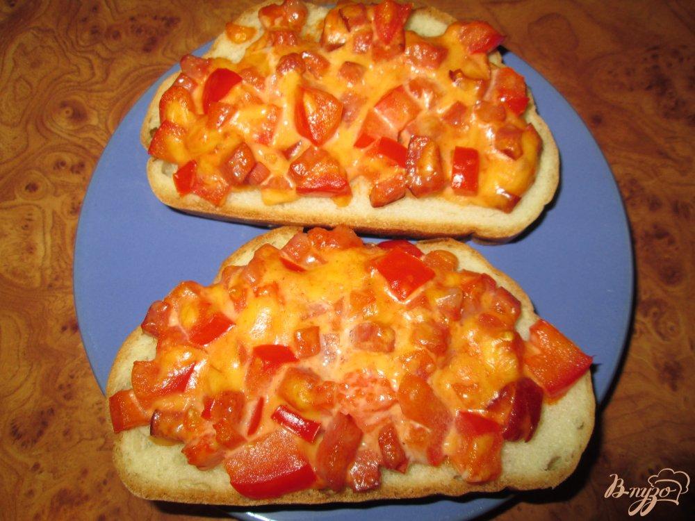 Фото приготовление рецепта: Быстрая пицца на хлебе шаг №9