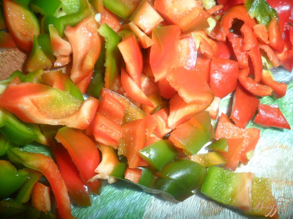 Фото приготовление рецепта: Куриний красный борщ с болгарским перцем и помидорами шаг №5