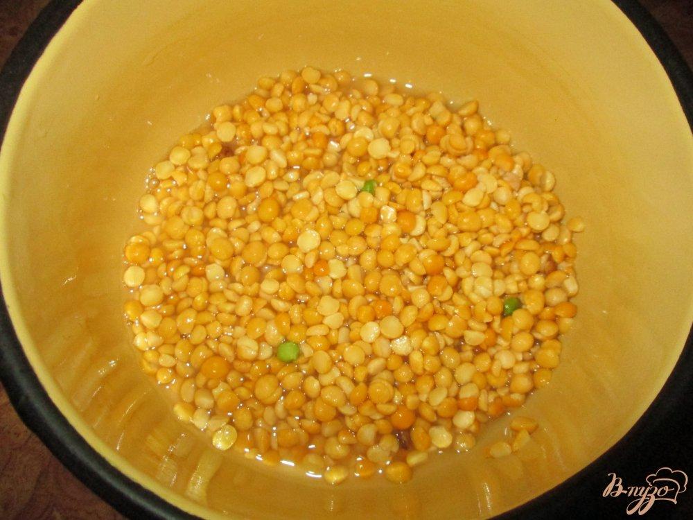 Фото приготовление рецепта: Куриные шейки с картофелем и горохом шаг №5