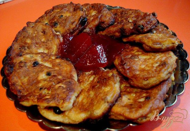Рецепт Оладьи с яблоками,орехами и изюмом
