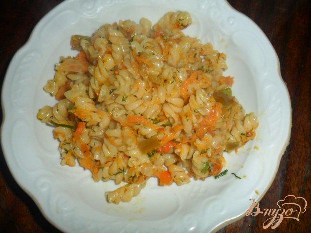 Макароны с перцем, морковью и луком