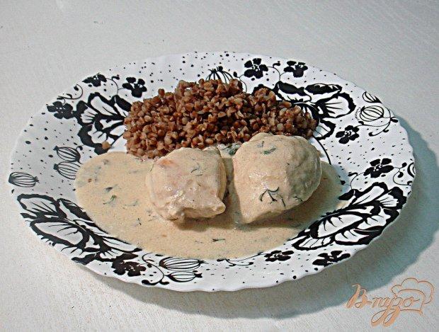 Куриное филе под луково - сметанным соусом