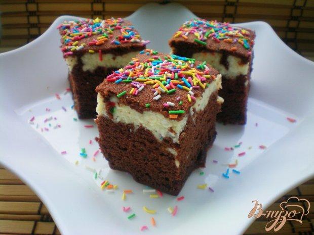 Шоколадное пирожное с творожной начинкой