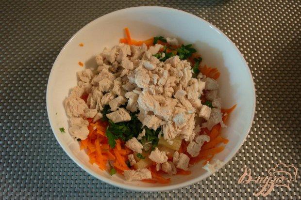 Салат морковный с курицей
