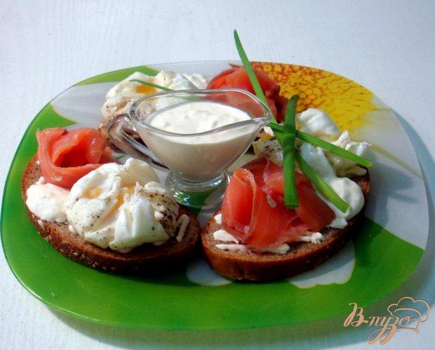 Бутерброды с яйцами пашот и лососем