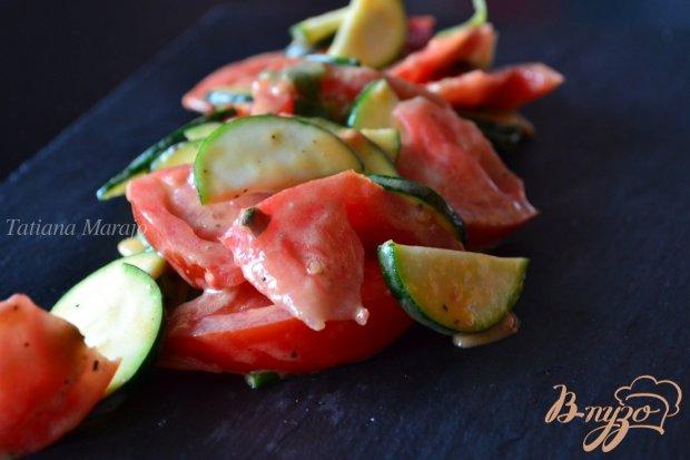 Салат с помидорами и цукини