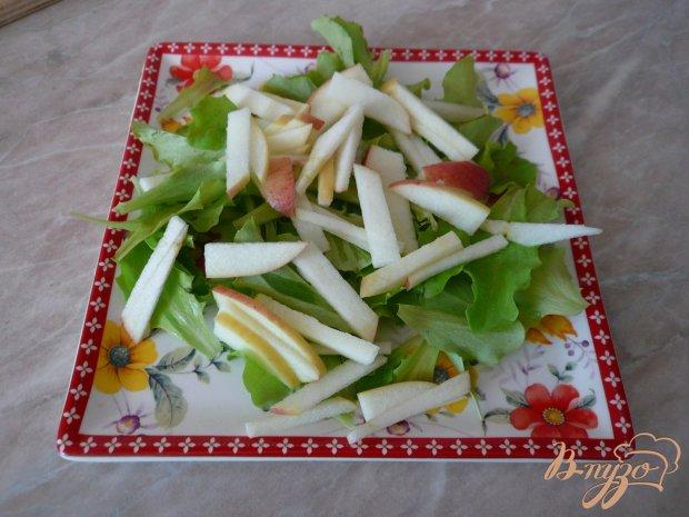 Салат с копченым куриным мясом и черри
