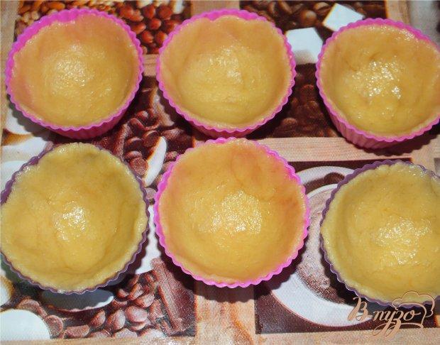 Корзиночки с яблочным пюре и белковым кремом