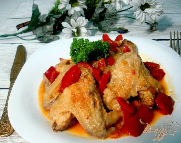 Куриные крылышки в соусе с овощами