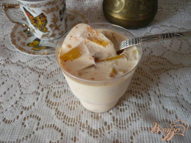 Желейный десерт с персиком и корицей