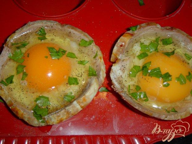 Корзинки из ветчины, пармезана и яиц