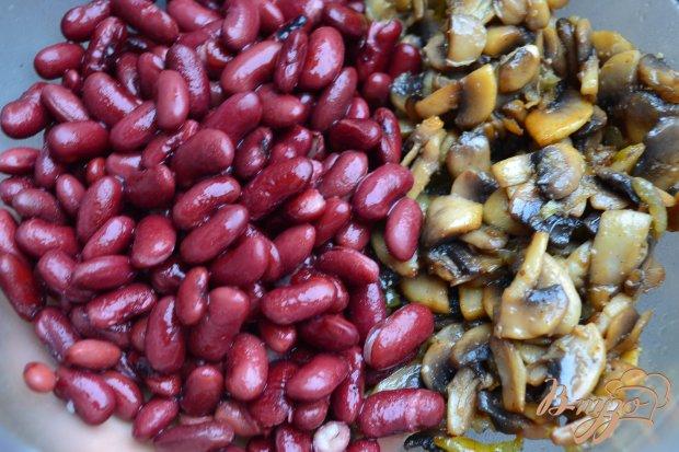 Грибной салат с красной фасолью