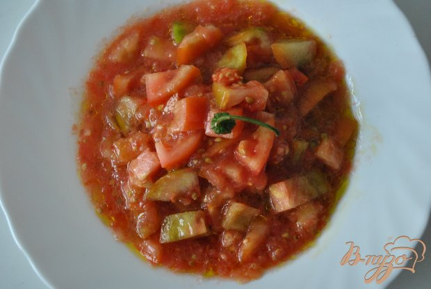 Пикантный салат с помидорами и чили