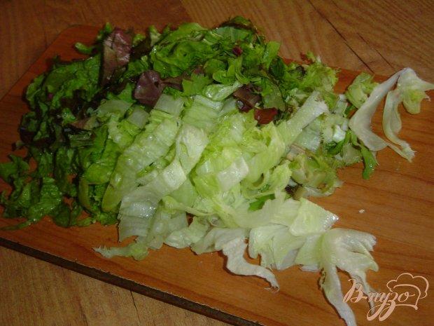Зеленый салат с помидорами черри и пармезаном