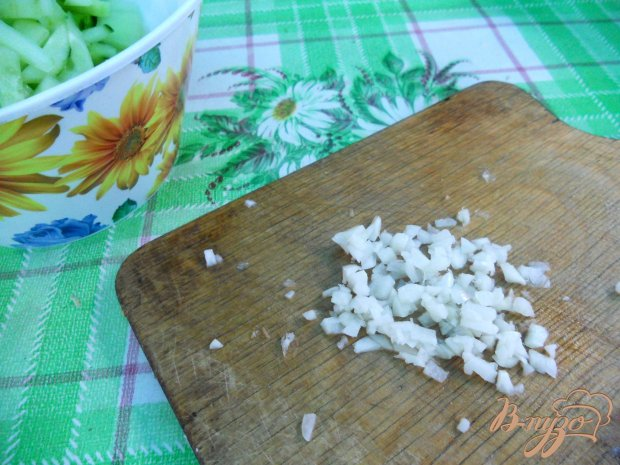 Салат из огурцов с чесночком