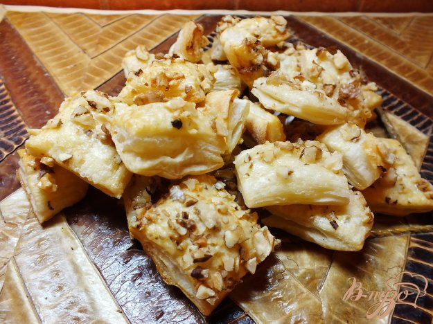 фото рецепта: Слоечки с грецким орехом открытые