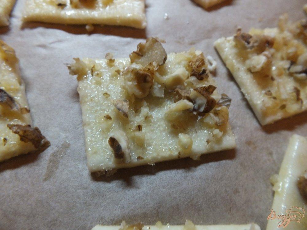 Фото приготовление рецепта: Слоечки с грецким орехом открытые шаг №5
