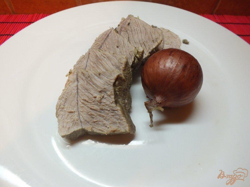 Фото приготовление рецепта: Мясо отварное в крутом луковом бульоне шаг №4