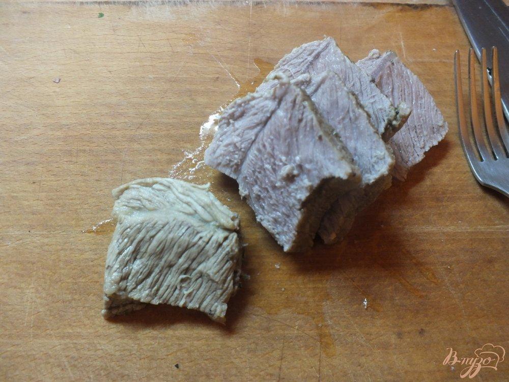Фото приготовление рецепта: Мясо отварное в крутом луковом бульоне шаг №3