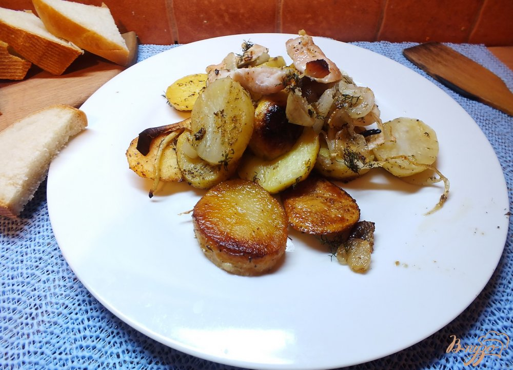 Фото приготовление рецепта: Картофель королевский с курицей и травами шаг №9