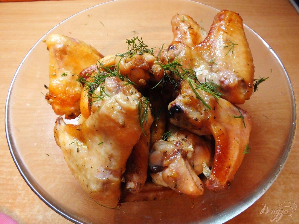 Фото приготовление рецепта: Острые куриные крылья на решетке в духовке шаг №7