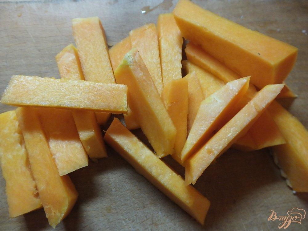 Фото приготовление рецепта: Закусочные палочки из тыквы шаг №2
