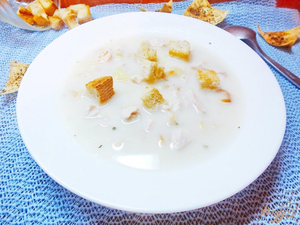 Фото приготовление рецепта: Суп куриный с плавленым сыром и жаренными макаронами шаг №10