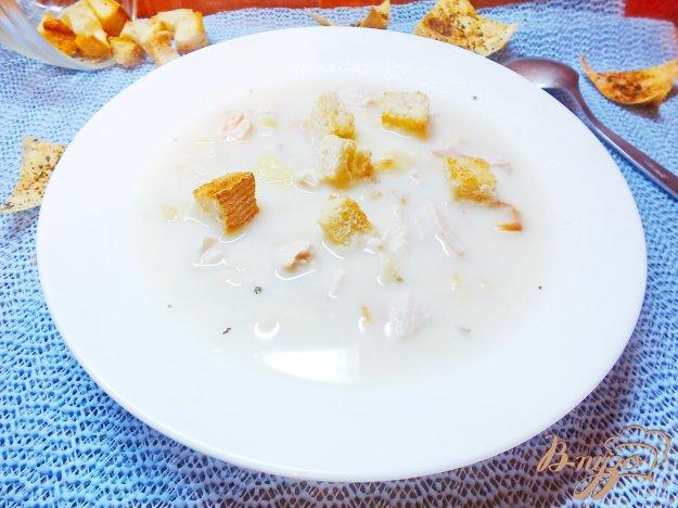 фото рецепта: Суп куриный с плавленым сыром и жаренными макаронами