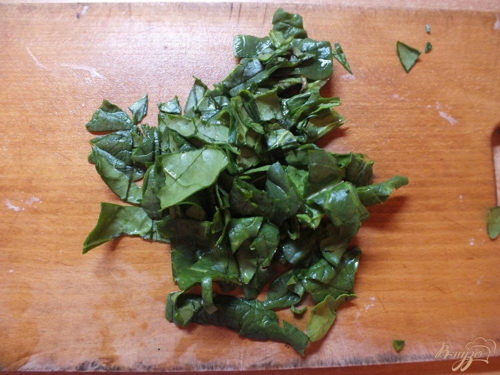 Фото приготовление рецепта: Сала с редисом и сушеной мятой шаг №1