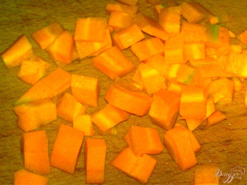 Фото приготовление рецепта: Суп с чечевицей и сосисками шаг №3