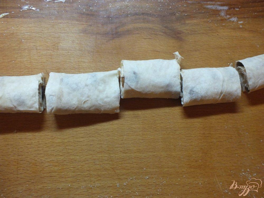Фото приготовление рецепта: Пирог из лаваша с изюмом крученый шаг №8
