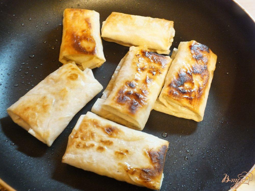 Фото приготовление рецепта: Пирожки жаренные из лаваша с яблоком и орехами шаг №5