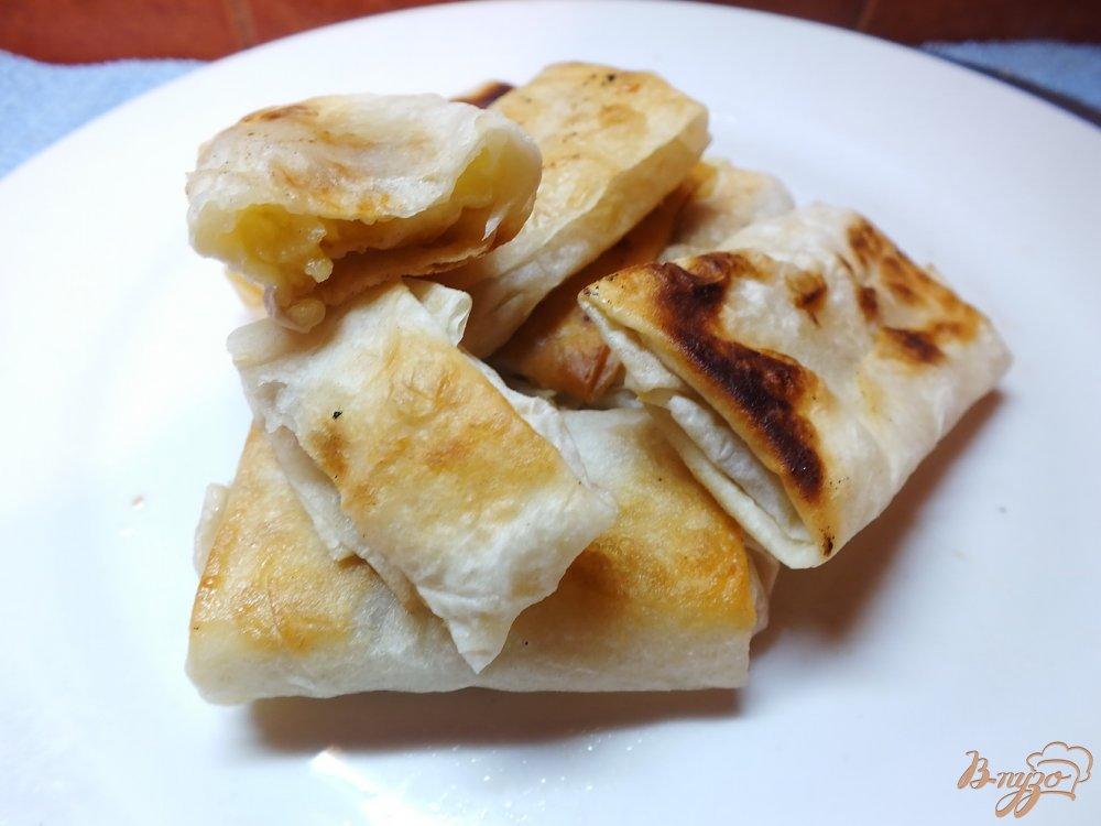 Фото приготовление рецепта: Пирожки жаренные из лаваша с яблоком и орехами шаг №6
