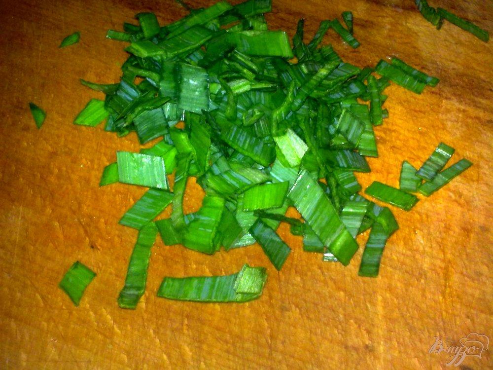 Фото приготовление рецепта: Салат из двух видов капусты с грибами шаг №4