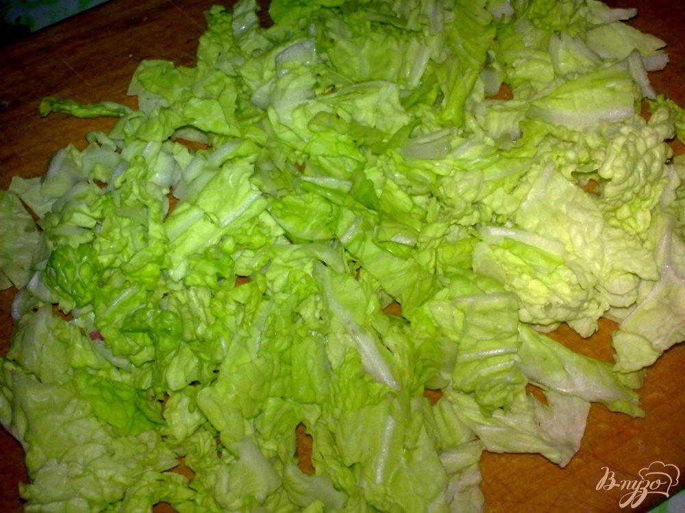 Фото приготовление рецепта: Салат из двух видов капусты с грибами шаг №2