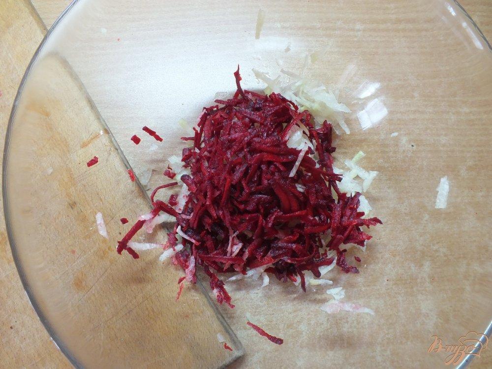 Фото приготовление рецепта: Салат из дайкона со свеклой шаг №3