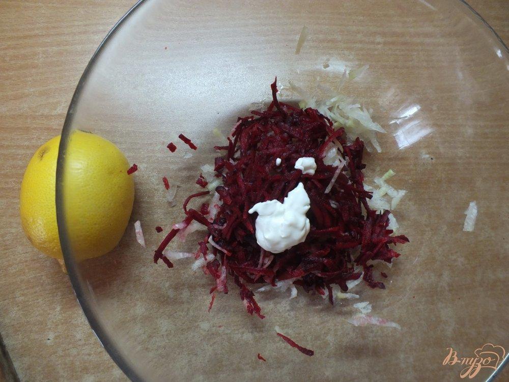 Фото приготовление рецепта: Салат из дайкона со свеклой шаг №4