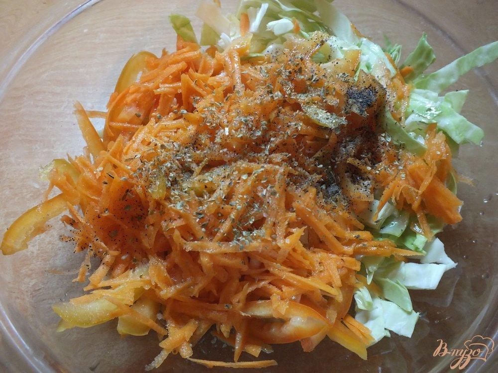 Фото приготовление рецепта: Салат из болгарского перца и моркови шаг №4