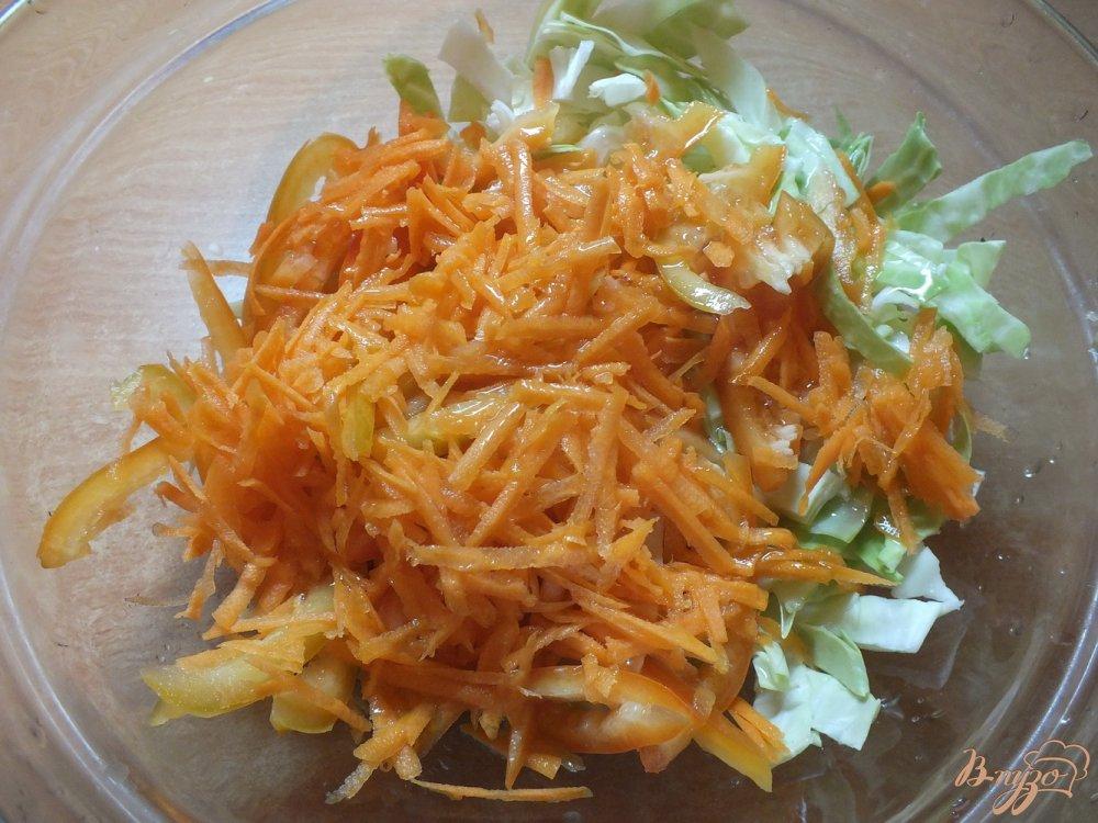 Фото приготовление рецепта: Салат из болгарского перца и моркови шаг №3