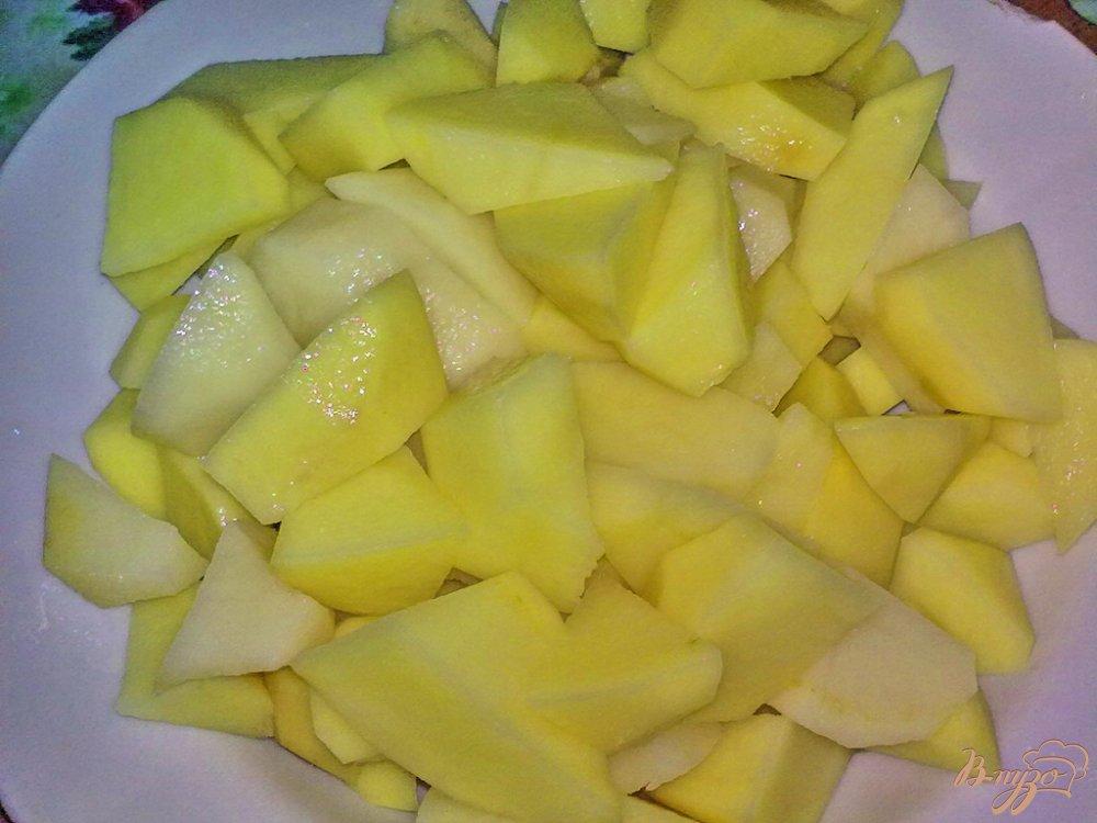 Фото приготовление рецепта: Пряный картофель с арахисом и кинзой шаг №1