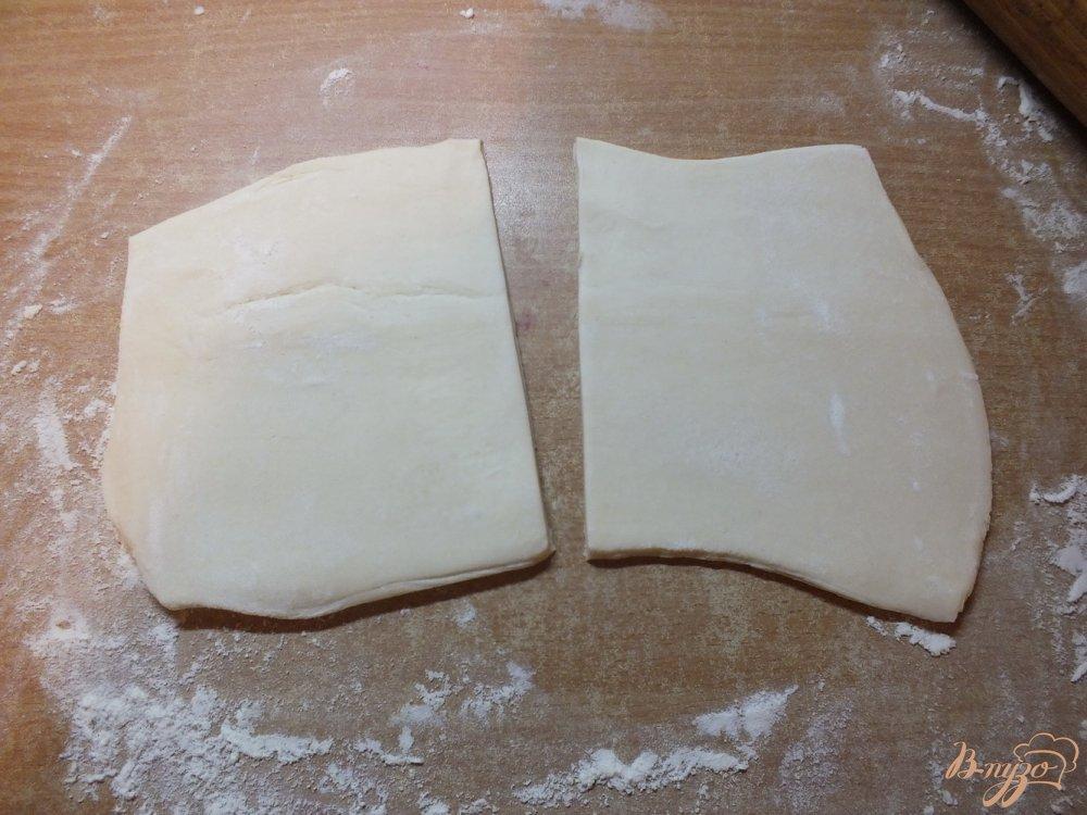Фото приготовление рецепта: Слойки с брынзой и прованскими травами шаг №2