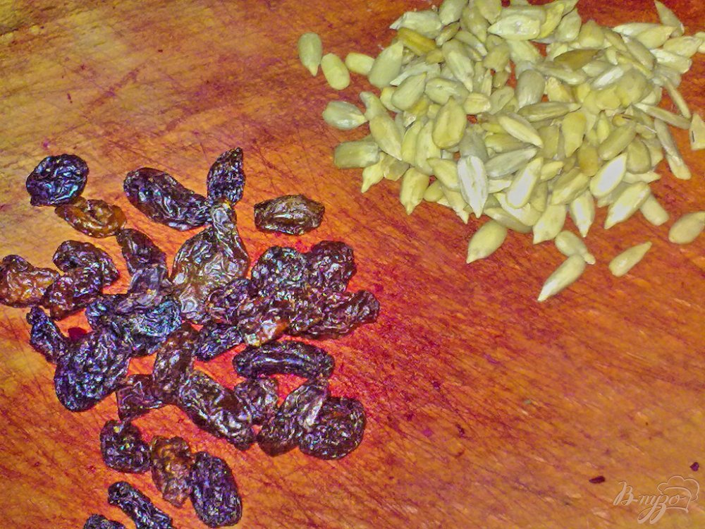 Фото приготовление рецепта: Салат свекольный с семечками подсолнуха шаг №2