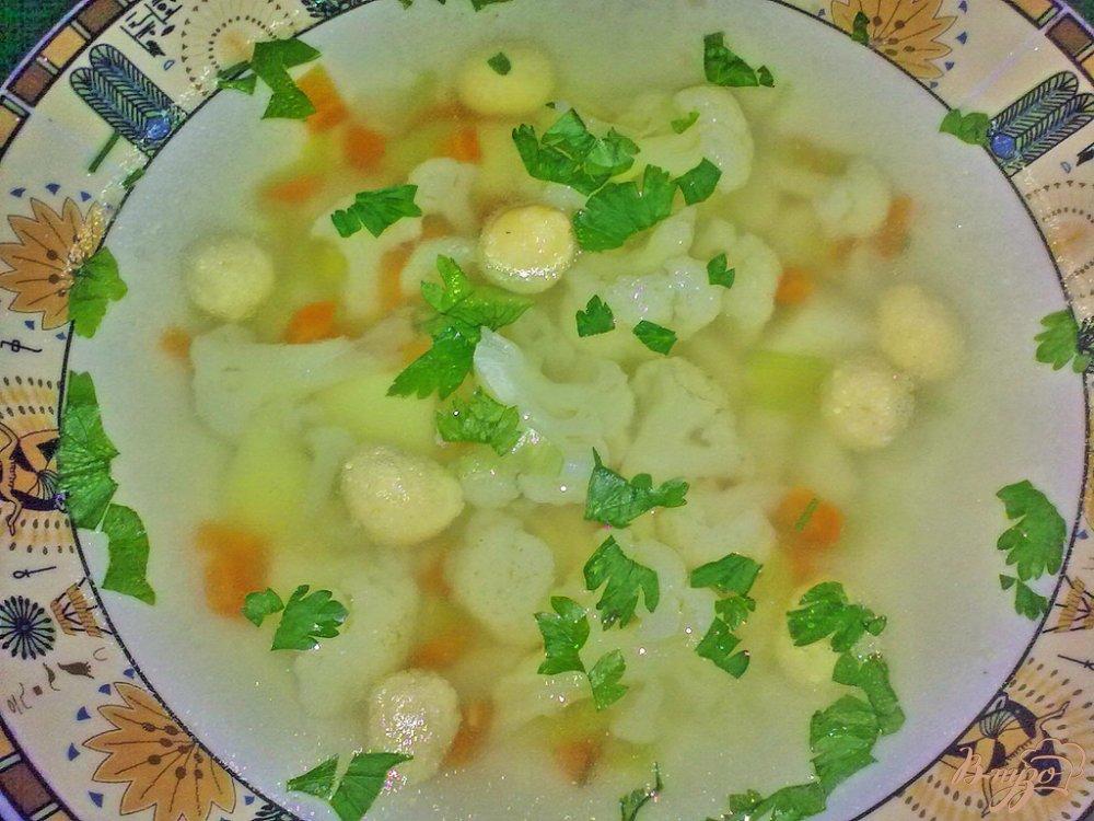 Фото приготовление рецепта: Суп с сырными шариками шаг №9