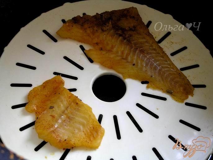 Фото приготовление рецепта: Треска с паприкой с рисом шаг №2