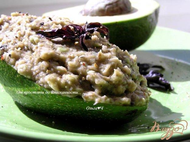 фото рецепта: Грибной дип с авокадо и базиликом