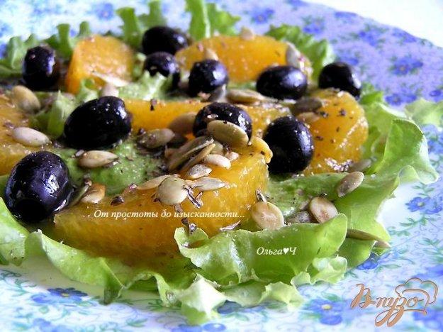 Рецепт Салат с апельсинами, маслинами и тыквенными семечками