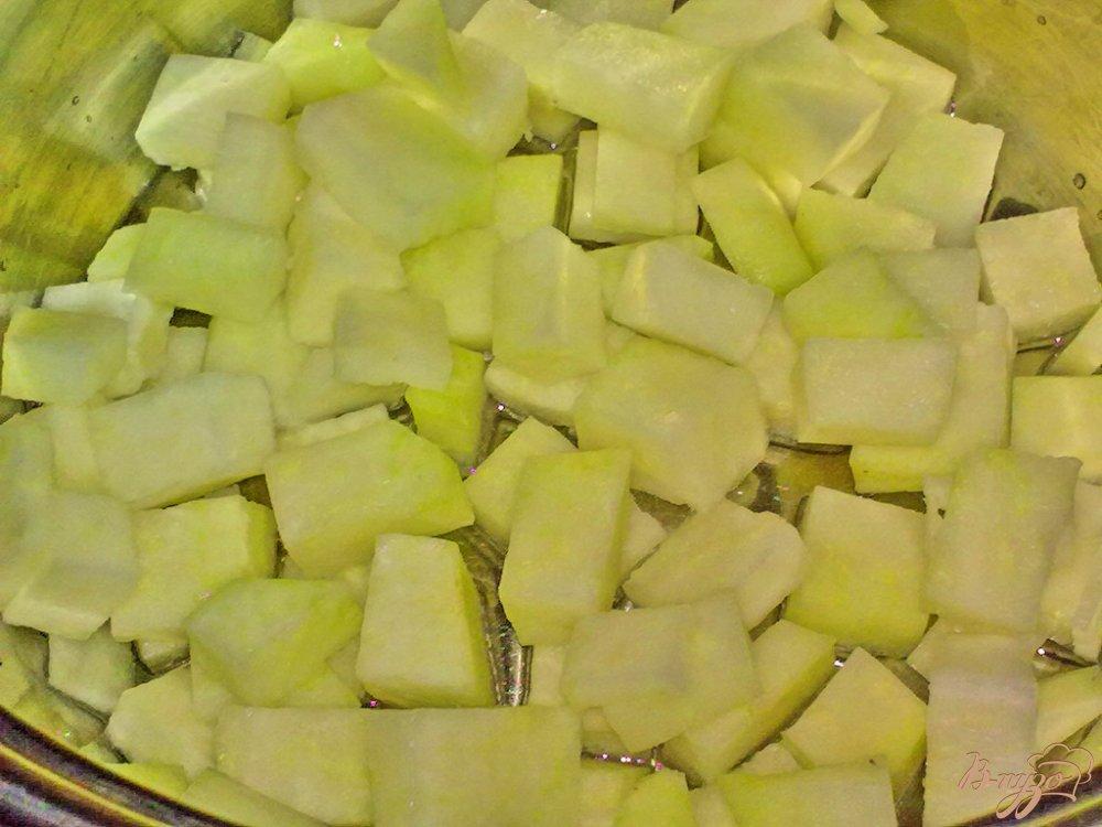 Фото приготовление рецепта: Картофель в соусе с овощами шаг №1