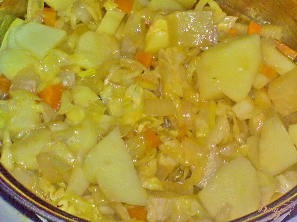 Фото приготовление рецепта: Картофель в соусе с овощами шаг №7