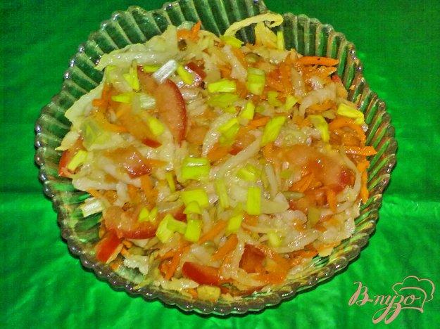 фото рецепта: Салат из кольраби с морковью по-корейски